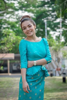 cewek cantik dan mani srambut hitam seksi dan manis Alexandra Bounxouei - Laos