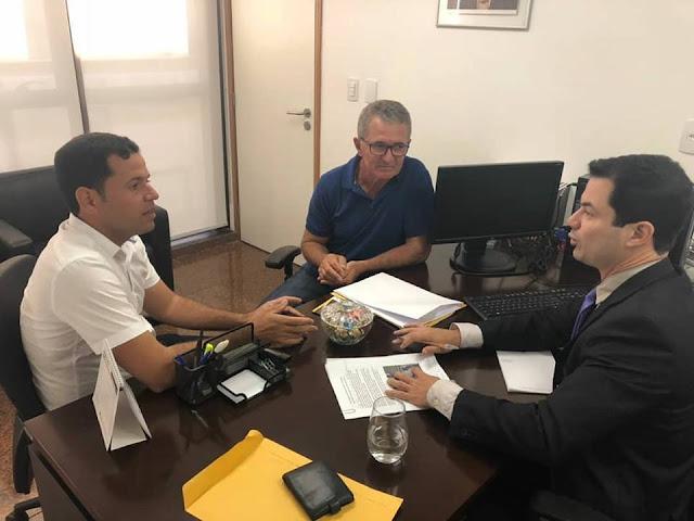 POLÍTICA: Carlinhos de Chico vai em busca de melhorias para São Joaquim do Monte.
