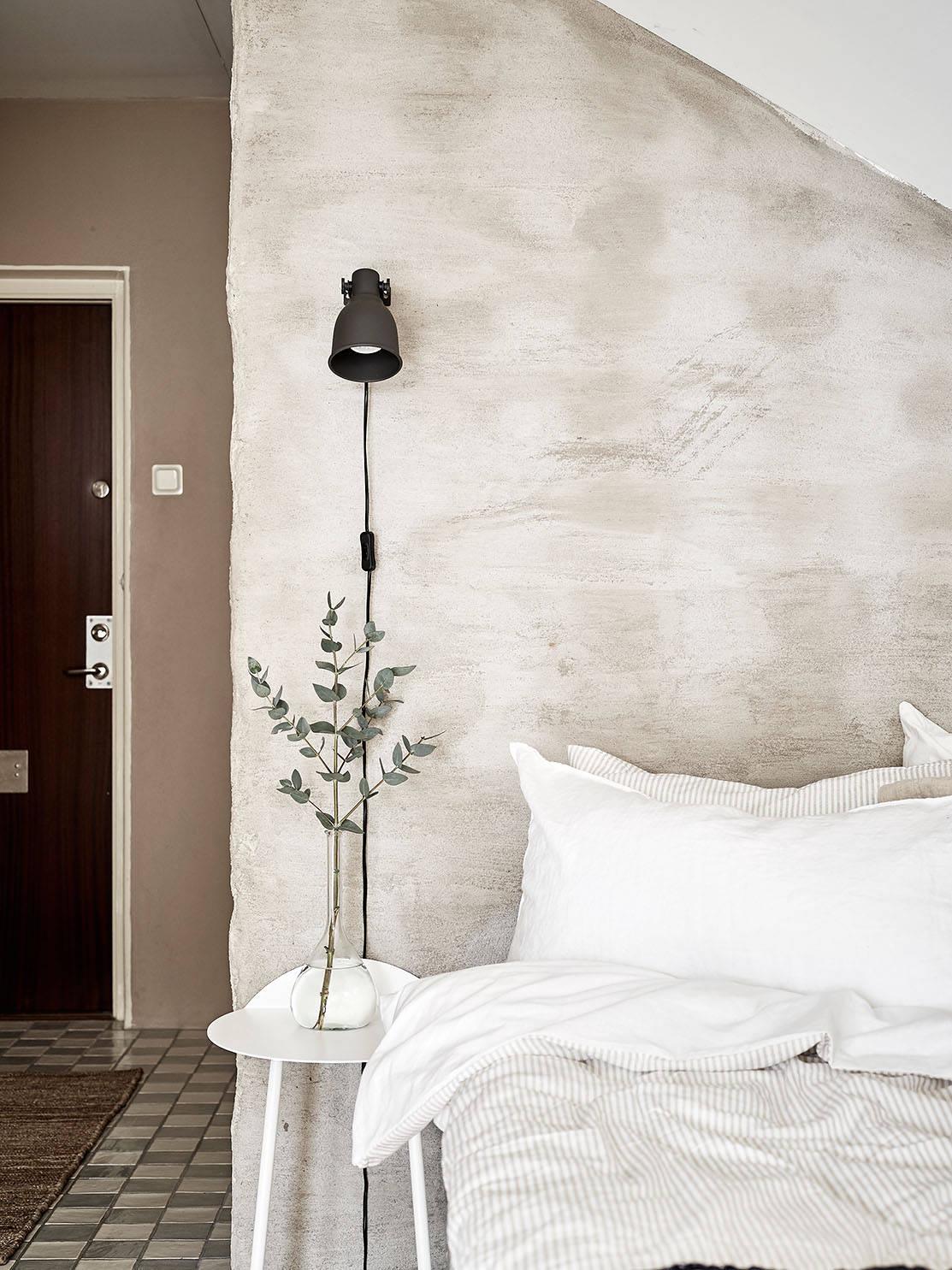 sypialnia w stylu skandynawskim, sypialnia w kawalerce, sypialnia ze skośnymi ścianami