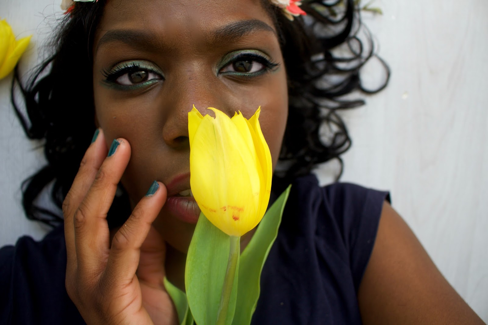 4 Reasons Hayfever must die. Hayfever rant. Hate Hayfever, green eyeshadow. canon 700d photography, yellow tulips,close up. Portraiture, portrait shot. 100 Ways to 30, life and style blog.
