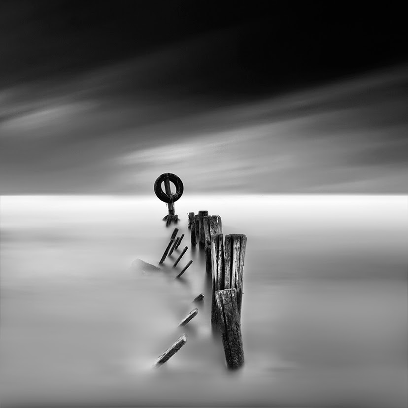 08-Vassilis-Tangoulis-The-Sound-of-Silence-in-Black-and-White-Photographs-www-designstack-co