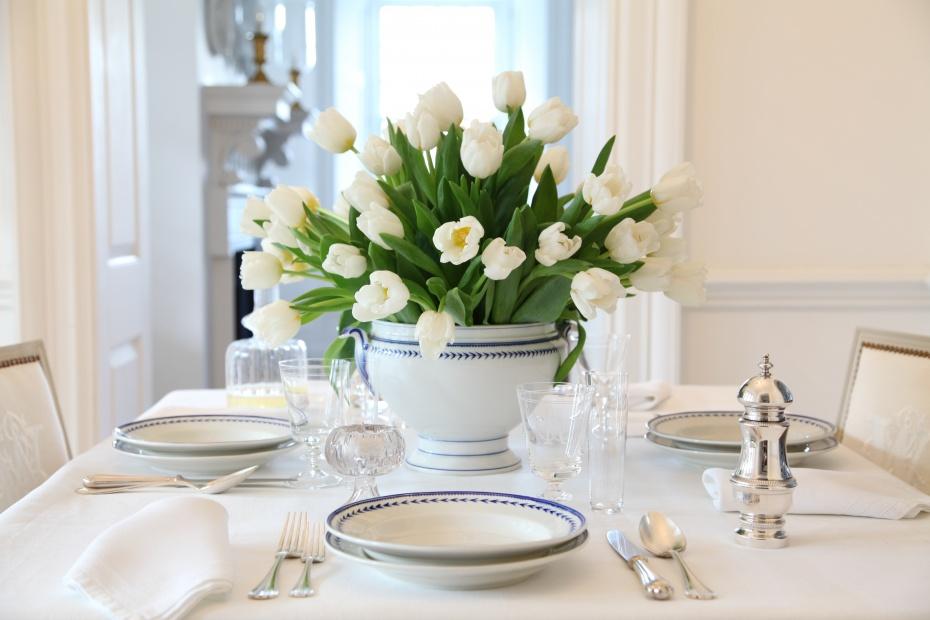 white flowers on the white linen