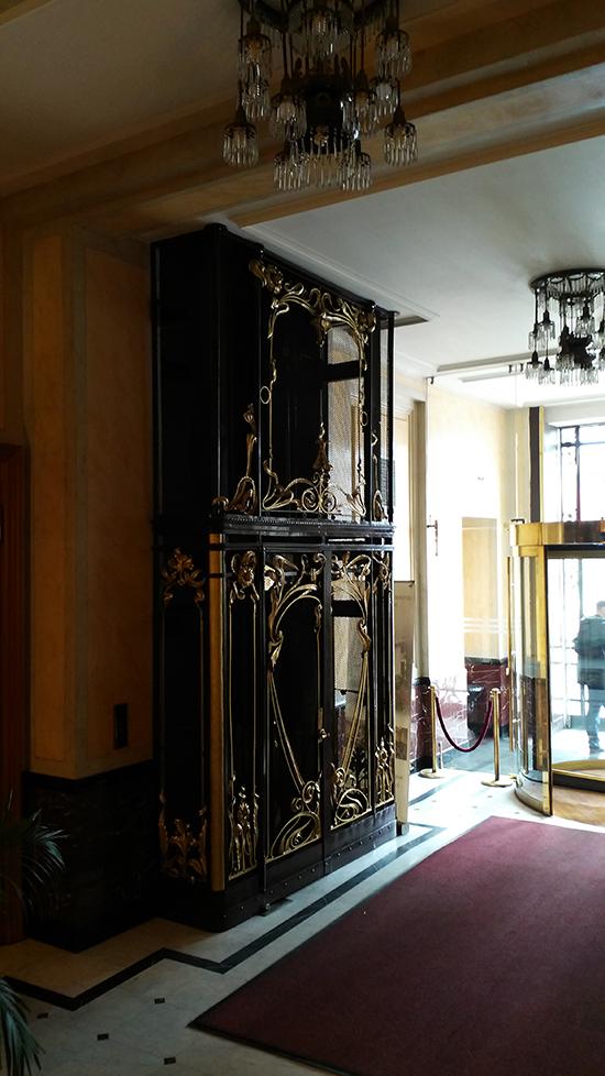 Лифт и люстры дом Зингера
