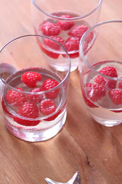 Raspberry Champagne Jello 'Drinks' | sweetpeasandsaffron.com