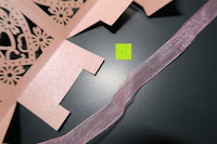 falten: 50pcs Love Heart Laser Wedding Favor Gift Box Kartonage Schachtel Bonboniere Geschenkbox Hochzeit (Pink)