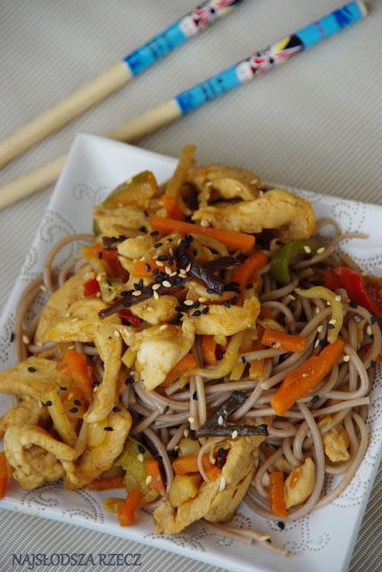 Makaron z kurczakiem po chińsku