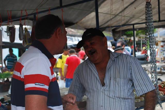 POLÍTICA: Zé Birro visita feira em Vila de Santana.
