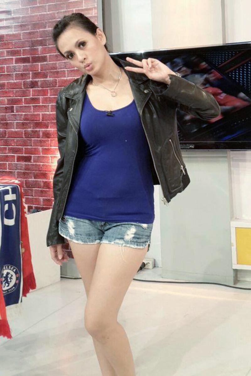 celana pendek dan seksi Yeyen Lidya