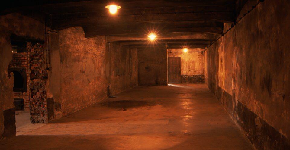 Αυτός ο θάλαμος αερίων ήταν το μεγαλύτερο δωμάτιο στο Κρεματόριο I στο Άουσβιτς. Το δωμάτιο ήταν αρχικά ένα νεκροτομείο, αλλά μετατράπηκε το 1941 σε ένα θάλαμο αερίων, όπου σκοτώθηκαν Σοβιετικοί αιχμάλωτοι πολέμου και Εβραίοι.