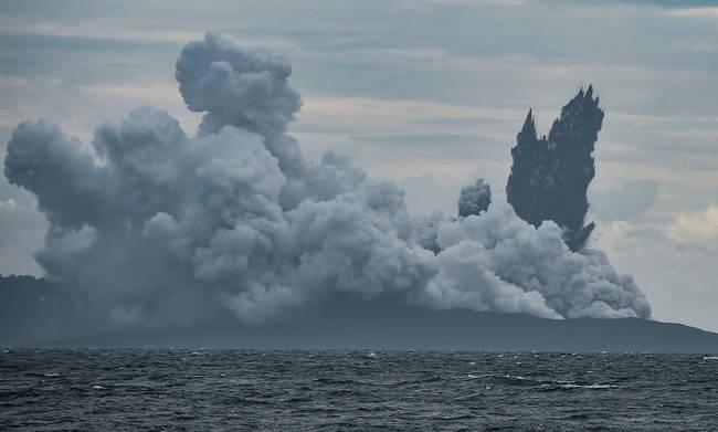 Φωτογράφισαν ξανά το φονικό ηφαίστειο Κρακατόα και έπαθαν σοκ με αυτό που ανακάλυψαν (Vid)