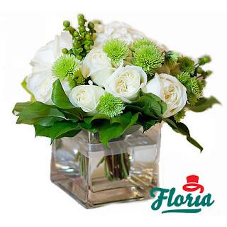 aranjament-floral-cu-hortensie-si-trandafiri