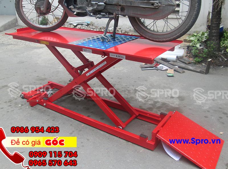 Bàn nâng sửa xe máy cơ đap chân giá rẻ tại Bình Dương, Đồng Nai