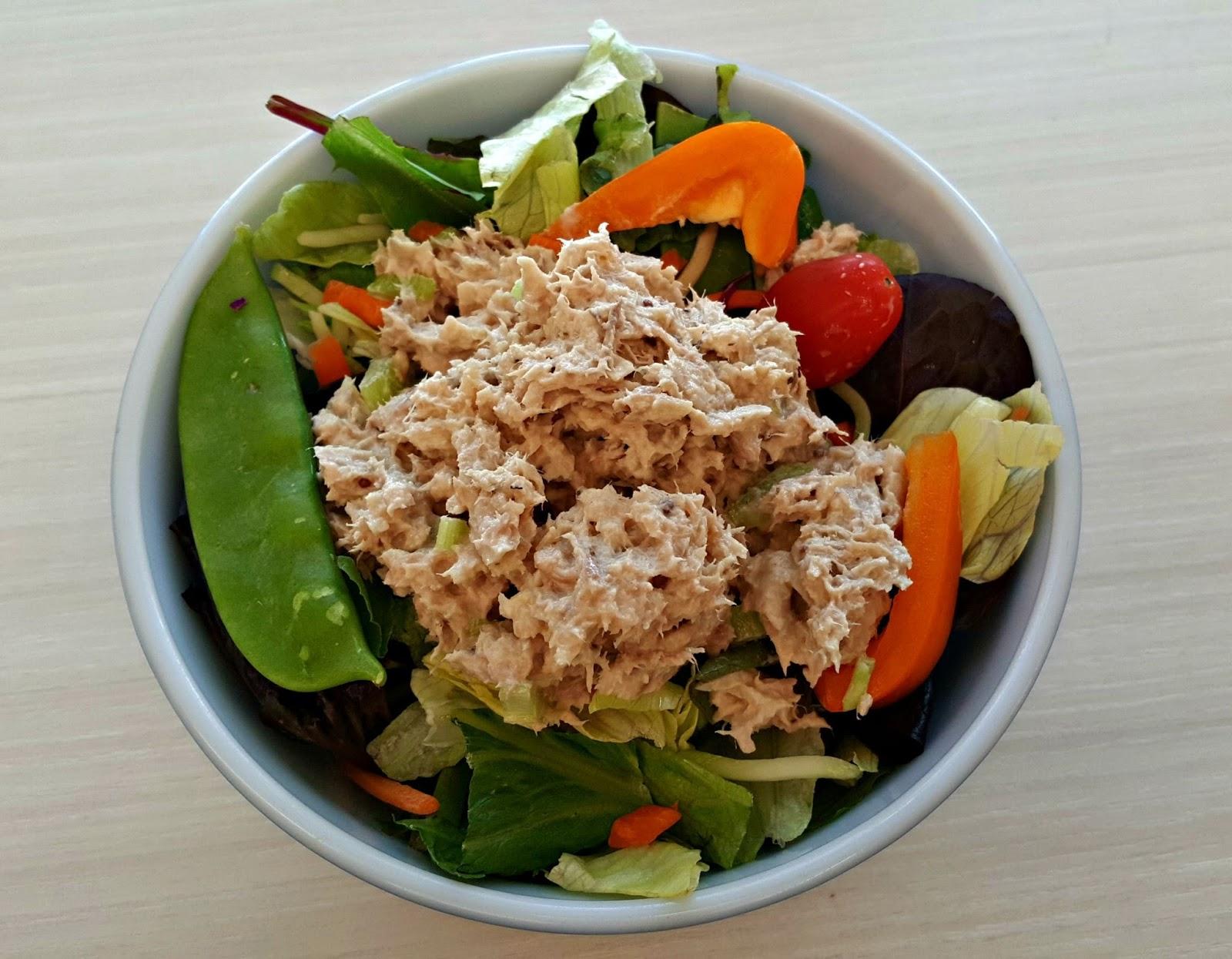 Mami-Eggroll: Garden salad topped with Tuna Fish salad