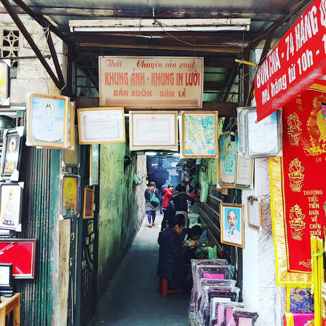 Discover bun cha in alleyway less than one meter in Hanoi