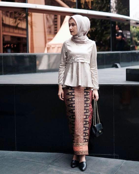 model Busana Muslim Kebaya batik wanita kedua