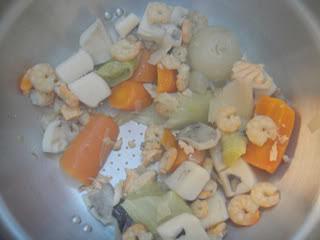 حساء لذيذ بفواكه البحر بالصور