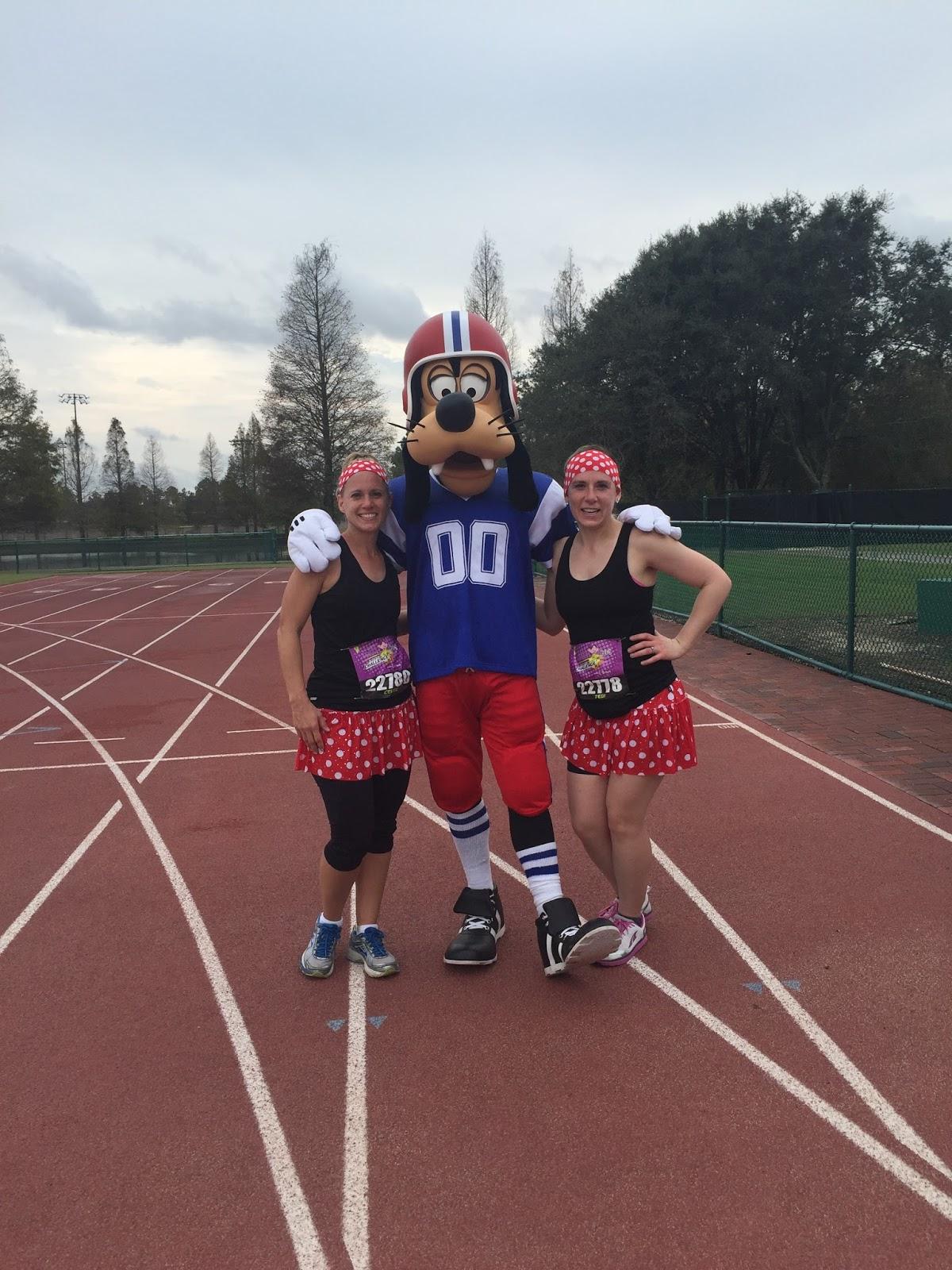 Dopey Challenge Mickey Marathon 2016 Picture with Football Goofy