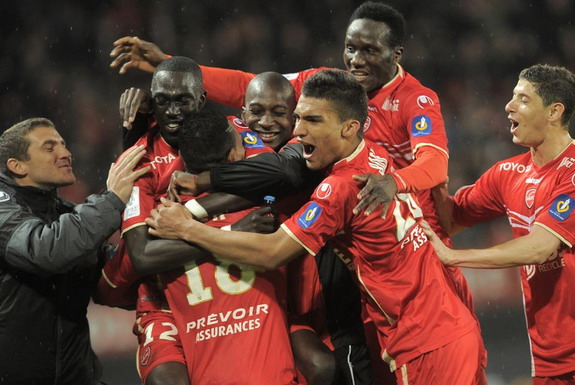 Kenny Lala celebrates with Valenciennes teammates after scoring a goal against Rennes