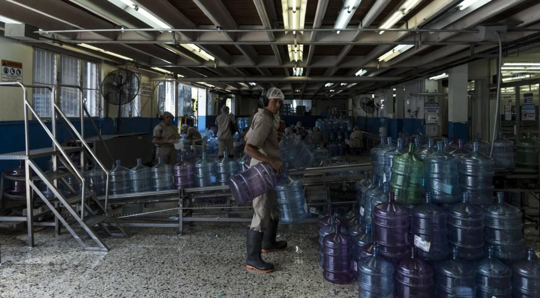 El costo de producir agua purificada en el país