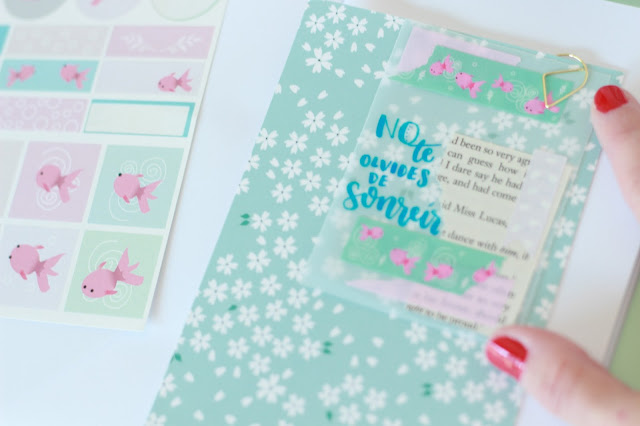 DIY: una tarjeta con una postal, papel vegetal y washi tape