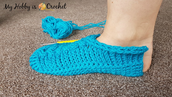 Chic Cable Slippers - Free Crochet Pattern with Tutorial