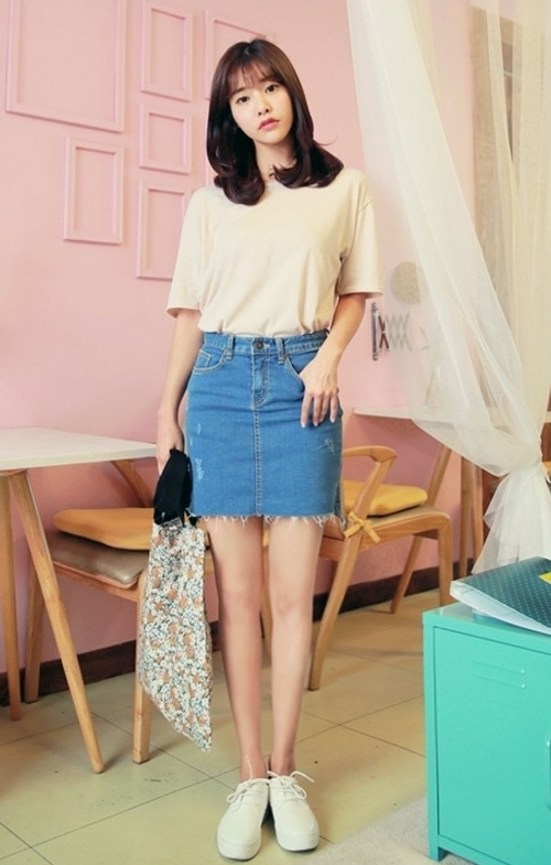 Raw High-Low Hem Rugged Denim Mini Skirt