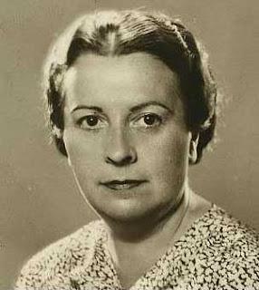 Encarnación Aragoneses, Escritoras lesbianas españolas, El armario femenino