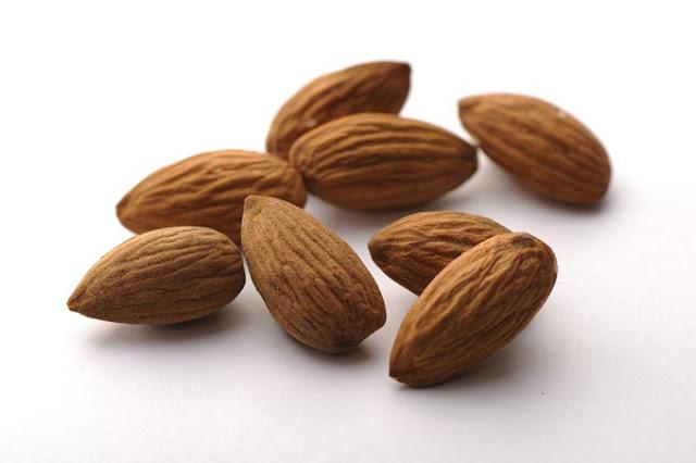 Por que amêndoas ajudam no controle do colesterol