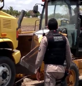 Motoqueiro é esmagado por caminhão após cair de moto em Pilar