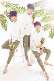 TFBOYS - Xiao Jing Ling 小精靈 Lyrics with Pinyin