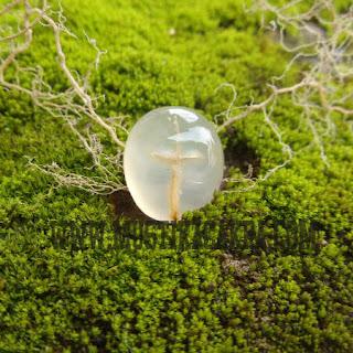 Batu Mustika Tapak Jalak Putih