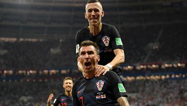 Mario Mandzukic mencetak gol kedua yang membuat Kroasia unggul atas Inggris