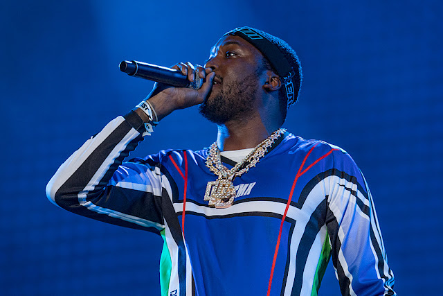 Meek Mill arrived on stage at Summer Jam on a dirt bike and it was so badass!