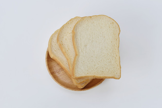 what's wrong with white bread, is white bread bleached, what is wheat bread made of,what does white bread do to your body, is white bread bad for you bodybuilding, white bread facts, dangers of eating white bread, disadvantages of eating white bread.