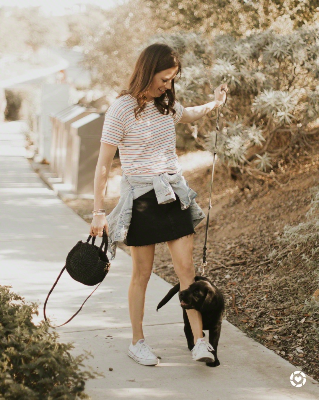 frayed denim skirt outfit