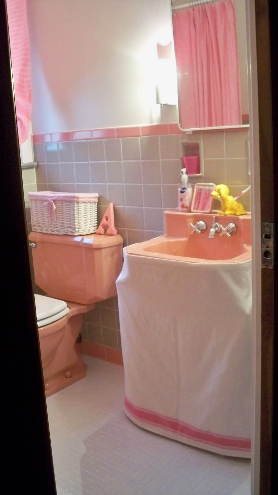 Re Inspire Retro Pink Bathroom Makeover