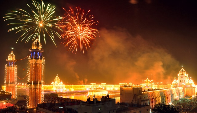 Double festivity at Golden temple in Amritsar (Diwali/Bandi Chhor Diwas)
