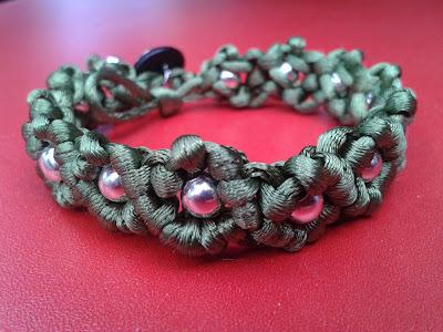 bransoletka sznurkowa z koralkami