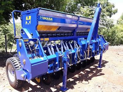 Administração municipal recebe equipamentos agrícolas