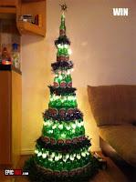 arbol de navidad hecho con botellas de vidrio