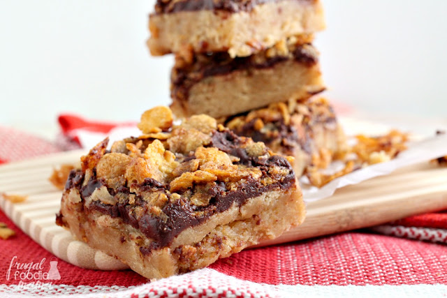 """These thick & soft Mexican """"Fried Ice Cream"""" Blondies have a moist vanilla blondie layer covered in rich chocolate, and then topped with a crunchy cinnamon tossed corn flake layer."""