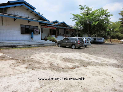 Halaman Parkir Rumah Makan Alam Sari