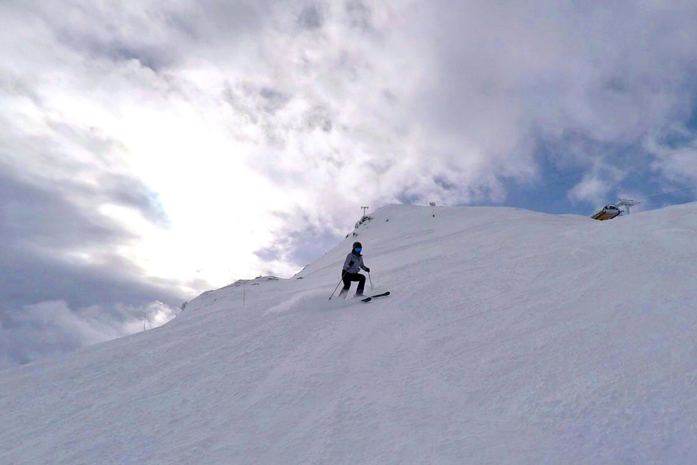 Last ski run of the day in Val Thorens, France - travel & lifestyle blog