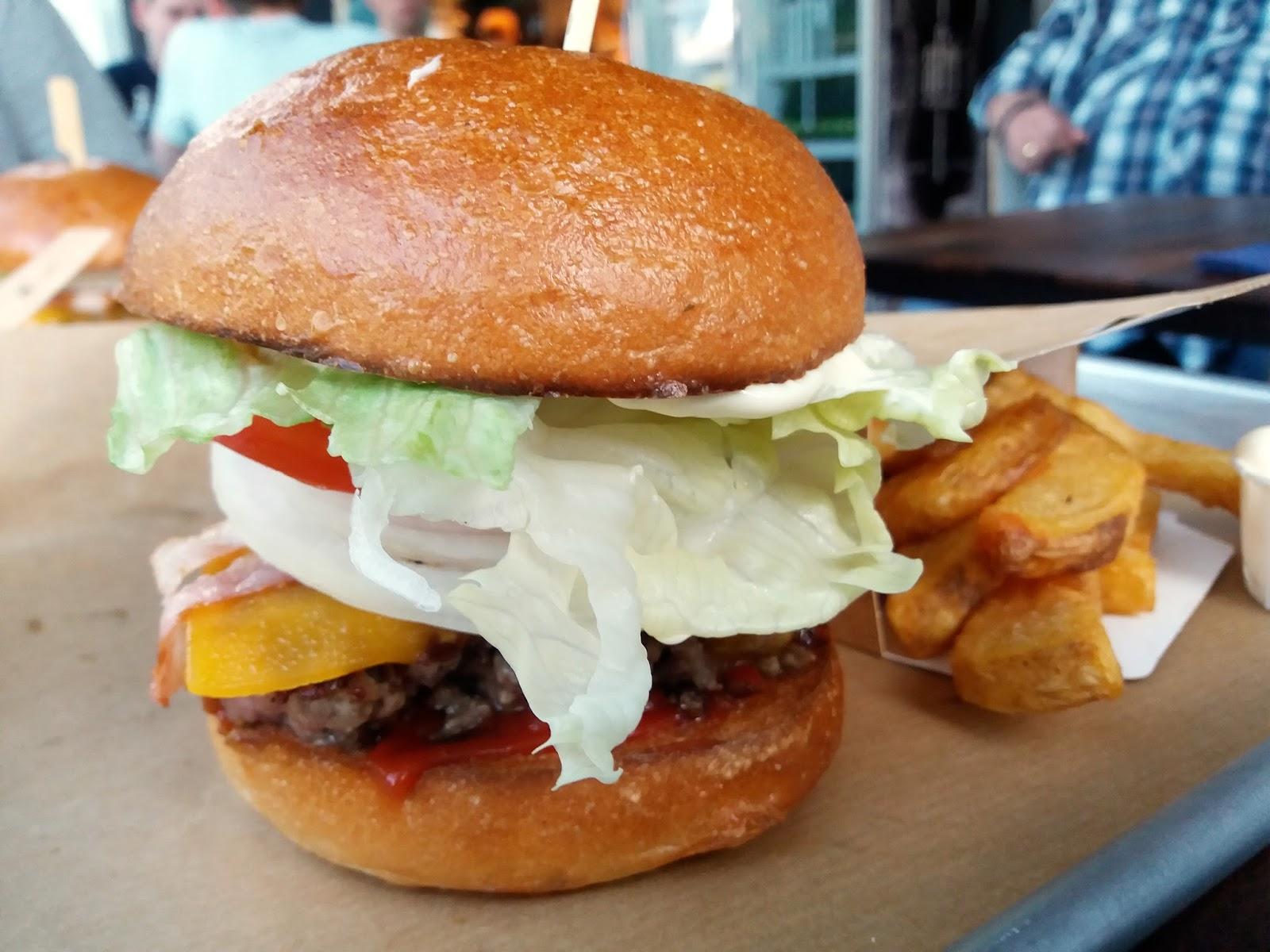 food porn burger beim beef club secrelicious. Black Bedroom Furniture Sets. Home Design Ideas