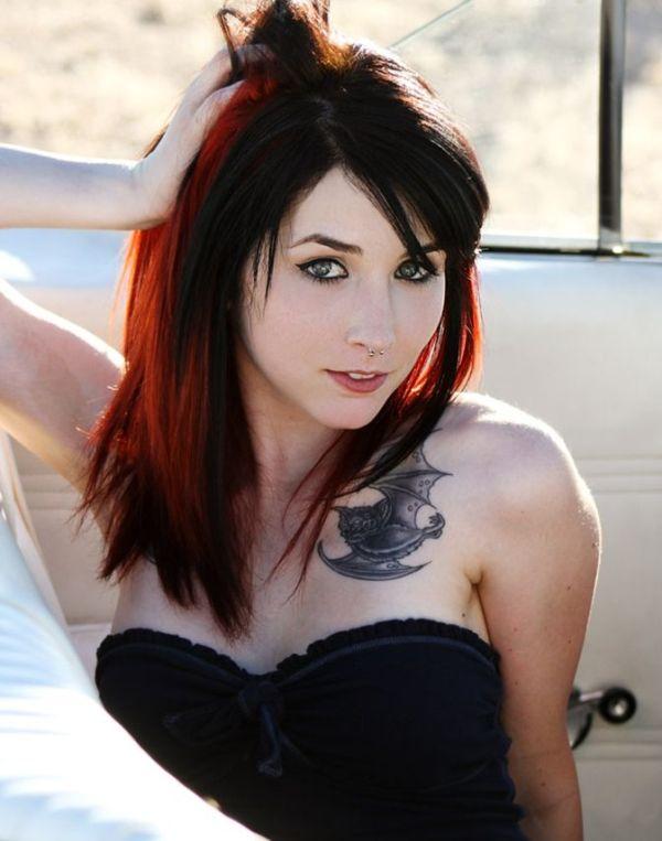 imagen con tatuaje de murcielago