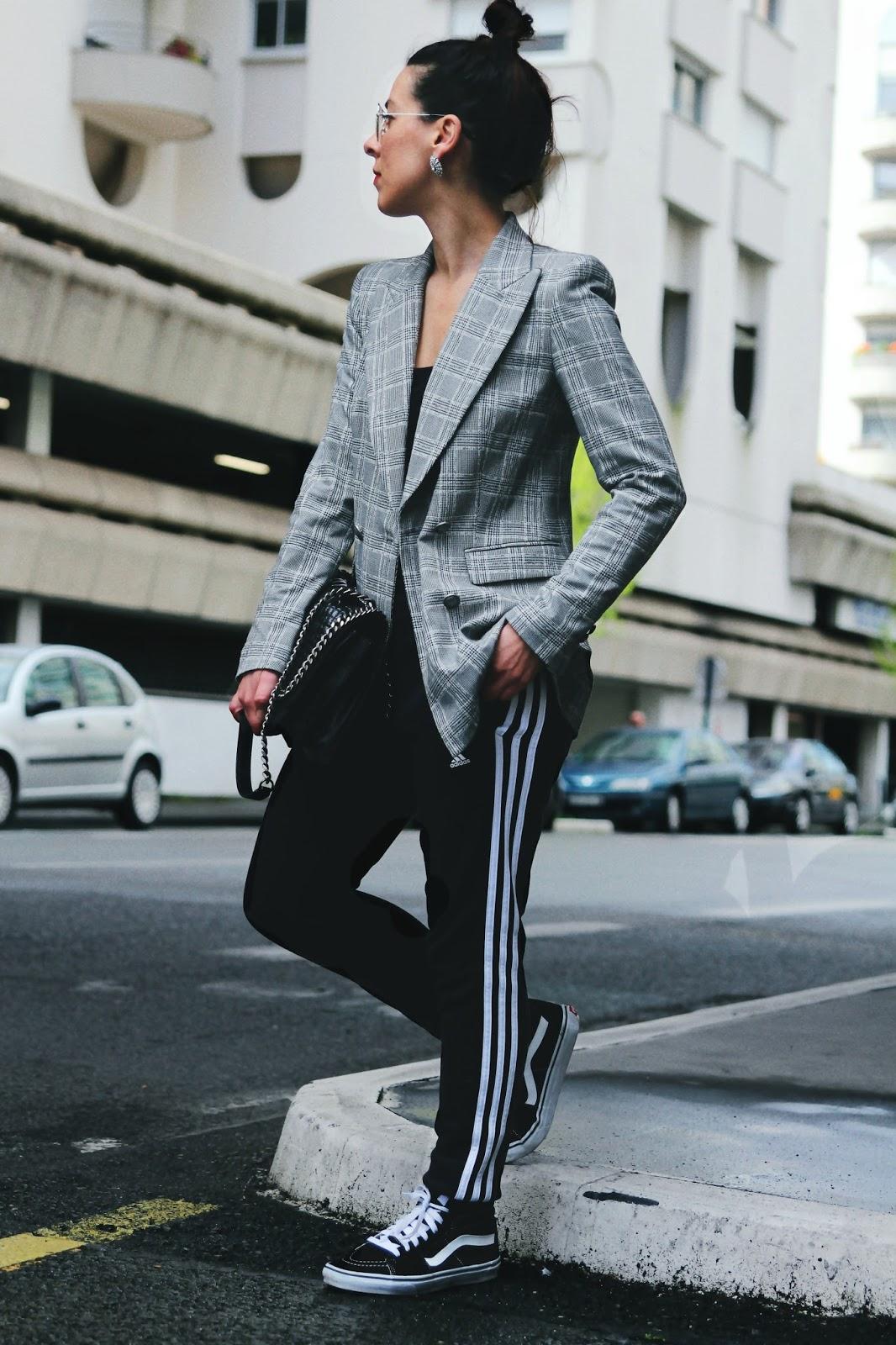 sale retailer 8ec9f 565c4 Blazer Zara à carreaux   Vans   Boucles d oreilles H M   Jogging Adidas    sac Zara