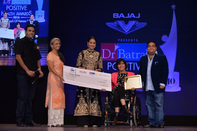 Dr. Akshay Batra, Sonakshi Sinha, Paralympics Silver Medalist Deepa Malik and Dr. Mukesh Batra at Dr. Batra's Positive Health Awards held in Mumbai on 23-Nov-16