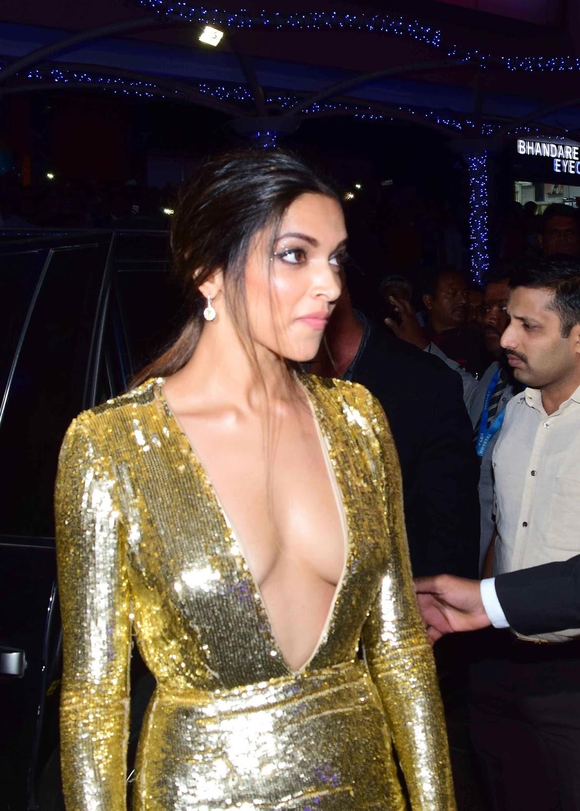 Cleavage Deepika Padukon nude photos 2019