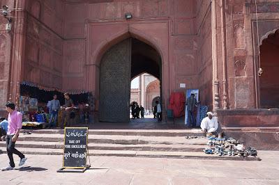 Pintu masuk Masjid Jamak