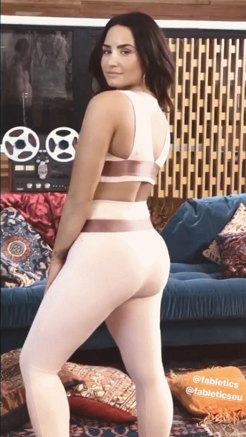 Demi Lovato – Social Media